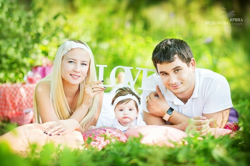 Семейная фотосессия на природе летом
