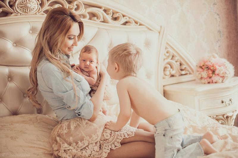 Беременная мама с двумя детьми 68